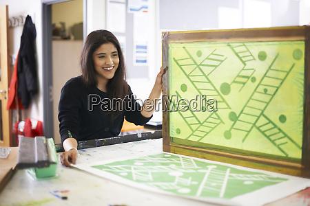 smilende, kvindelig, art, student, screen, udskrivning - 27457598