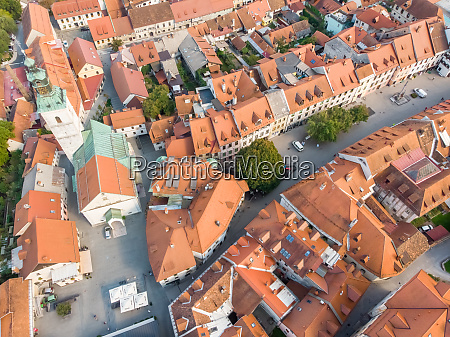 luftfoto af skofja loka centrum i