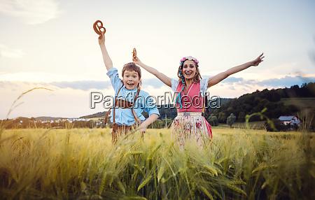 glad mor og son i bayern