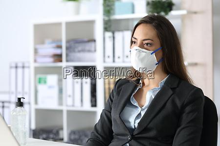 eftertaenksom udovende ifort maske ser vaek