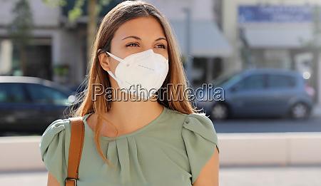 covid 19 pandemic coronavirus kvinde i