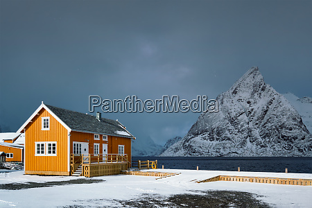 sakrisoy fishing village on lofoten islands