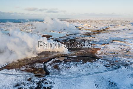luftfoto af geotermisk dampgryde gunnuhver reykjanes