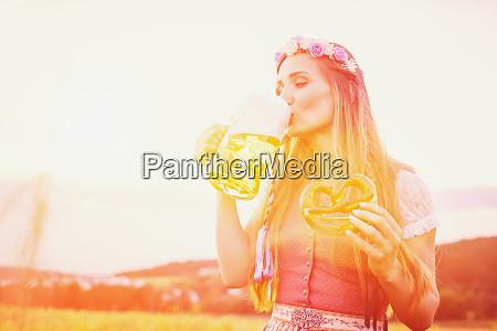 bayersk kvinde med ol og pretzel