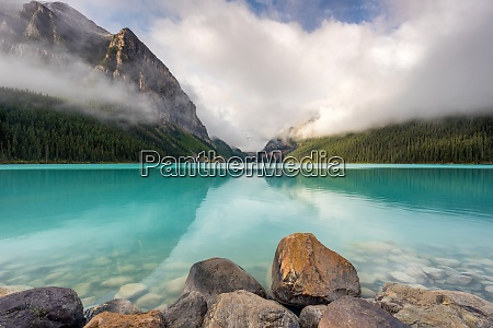 lake louise banff national park unescos