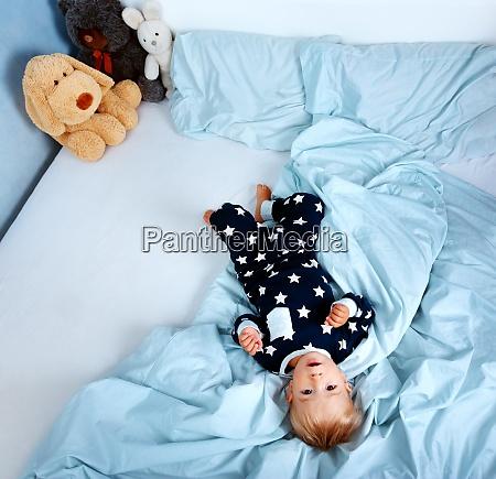 et ar gammel baby i sengen