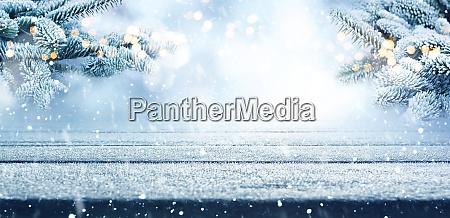 fir grene i sne med tomt