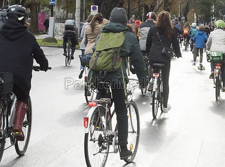 riding, a, bicycle, in, the, city - 29254794